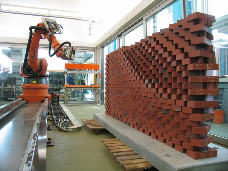 512245a0b3fc4bdcc2000025 5 robots revolutionizing architecture s future 060306 040 produktioncurtainwal silvanoesterle 023 we